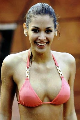 Dayana Mendoza: Fotos Bikini y biografía.
