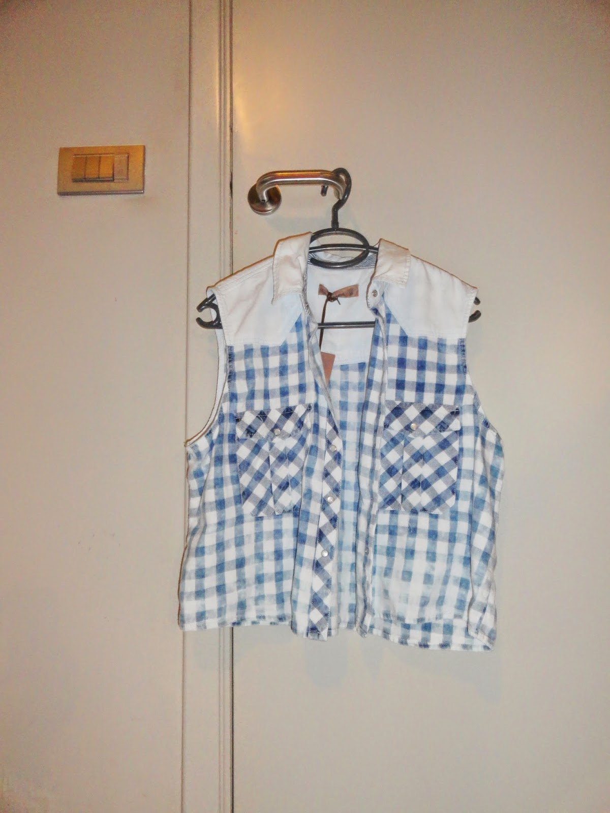 Clothes & Dreams: Shoplog: Antwerp!: Pull& Bear blue and white gingham vest