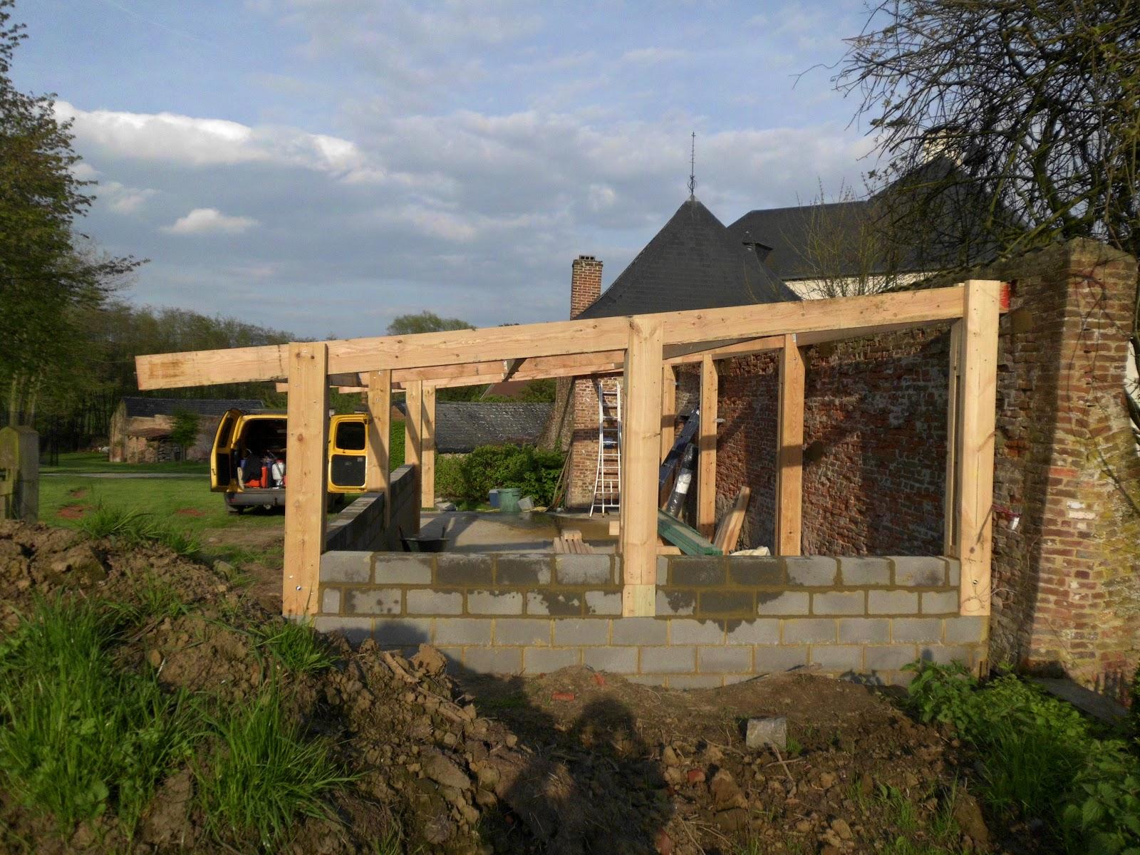 D s nature constuction d une petite grange en bois for Grange bois en kit