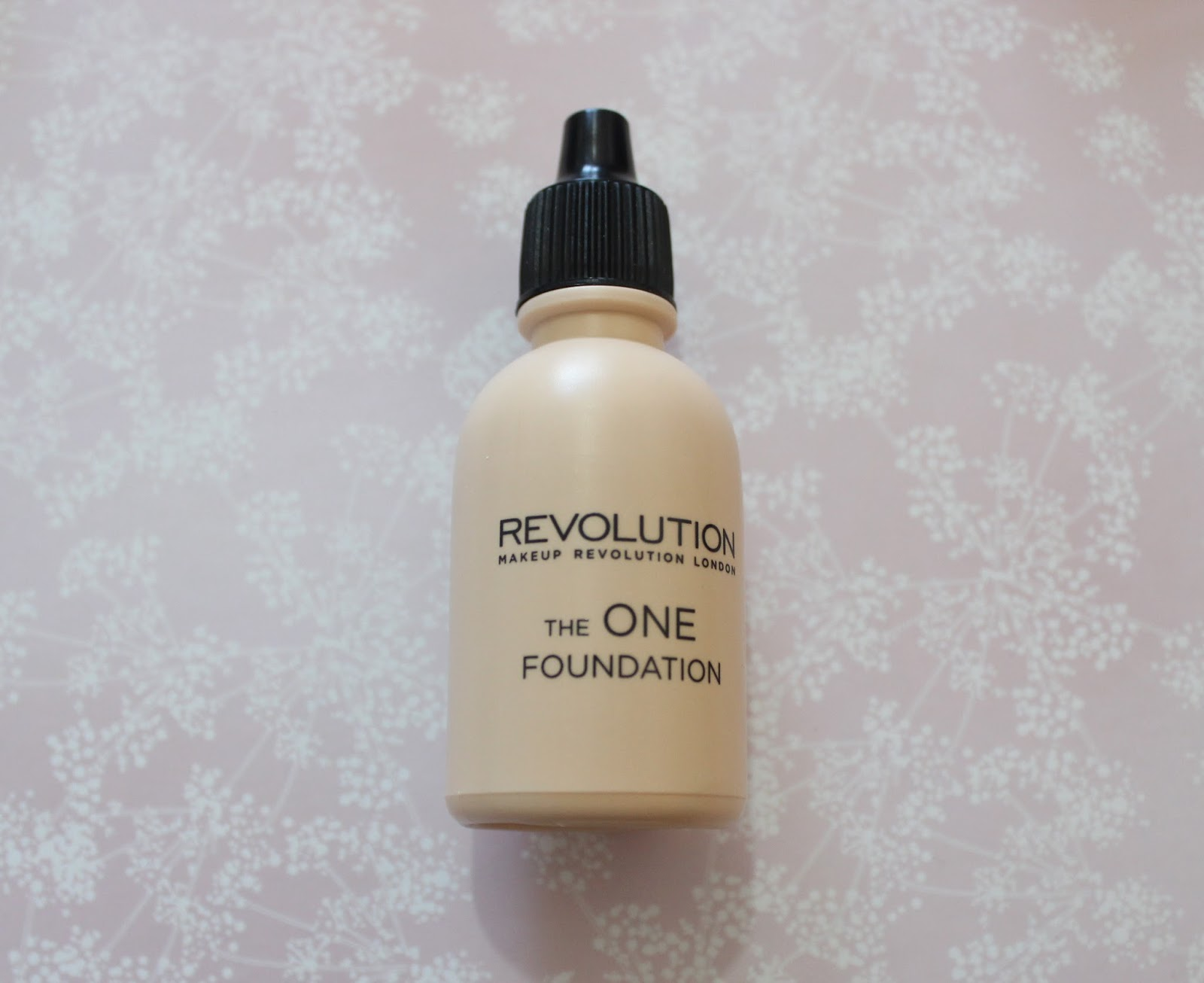 Makeup Revolution The One Foundation in Shade 2