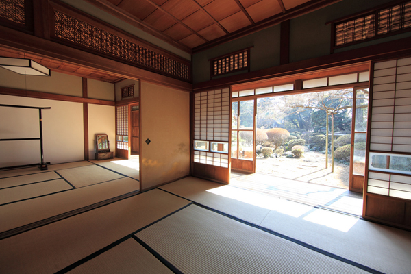 Traditional japanese interior home design ideas for Japanese interior design