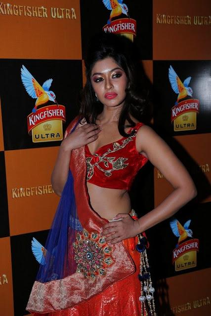 payal ghosh  hot navel show