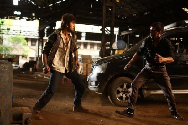 http://4.bp.blogspot.com/-111zKXOoApk/UiYPt5cRW6I/AAAAAAABh1I/CrYmVOubyrE/s1600/Ranbir+Kapoor%27s+Besharam+Movie+Stills+(6).jpg