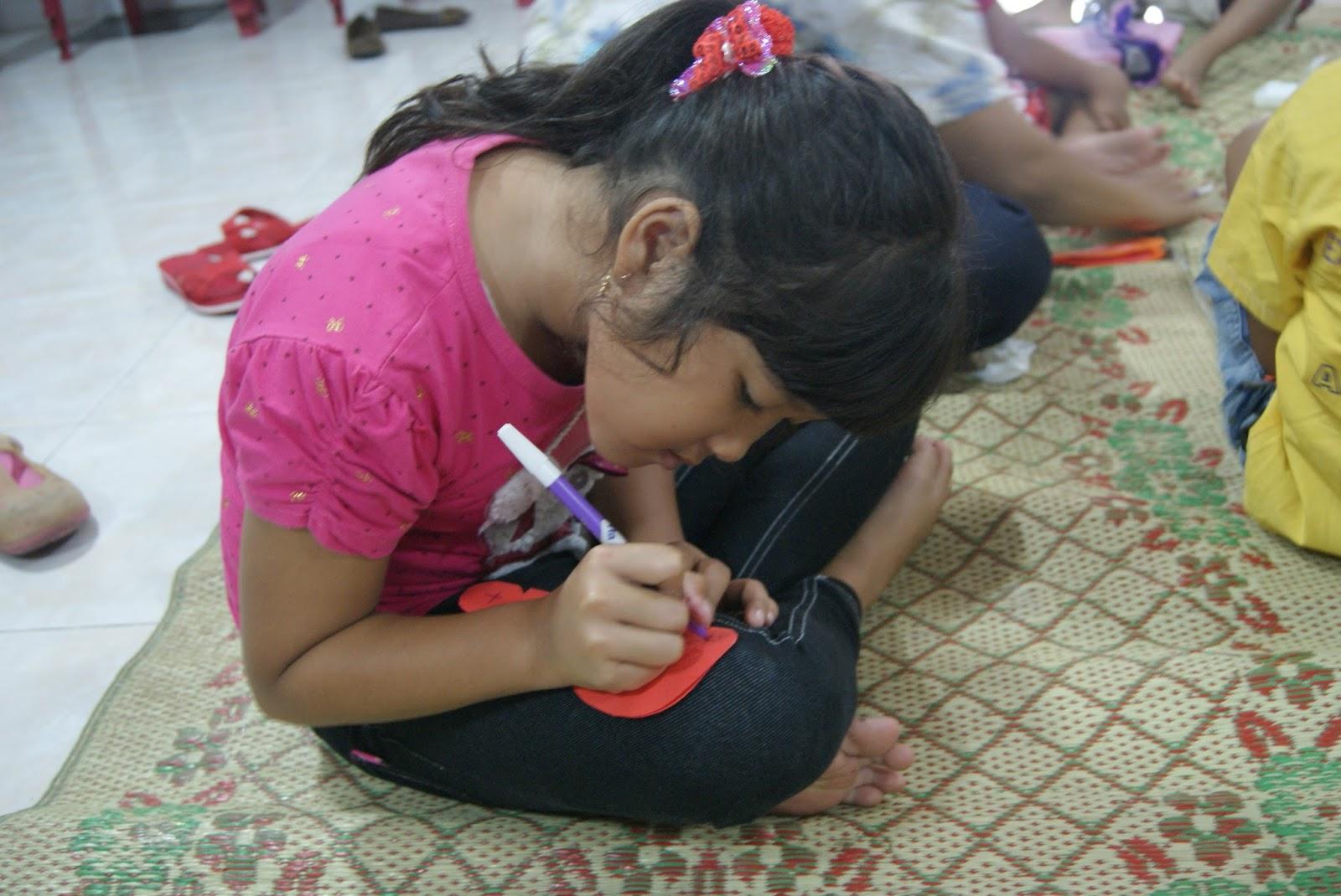 "Bahann Kreativitas Sekolah Minggu 23 juni 2013 PIA Kumetiran ""Siapakah"