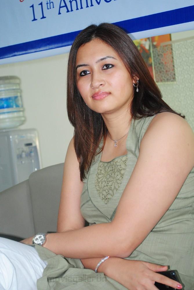 FOTO SEKSI : JWALA GUTTA SI PEMAIN BULUTANGKIS SEKSI ASAL INDIA title=