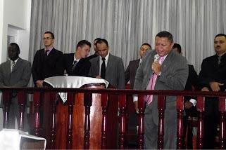 CANTOR JOSE ANTONIO NA IGREJA PODER E MARAVILHAS DE JESUS!