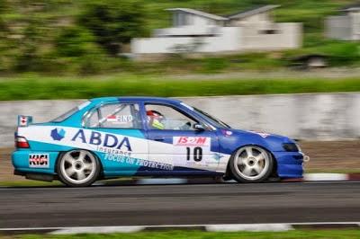 Modifikasi mobil balap Toyota Corolla