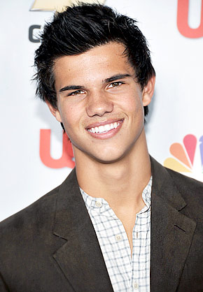 ... a few weeks ago regarding the muscled up boy wonder, Taylor Lautner, ...