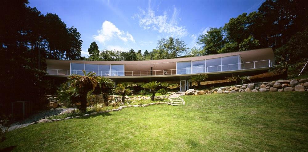 Exceptional Crescent House   Shizuoka, Japan