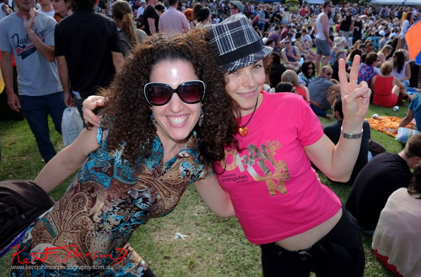 Newtown Festival, Fujifilm X-Pro1, happy party girls, pink tee shirt - save the orang-outangs.