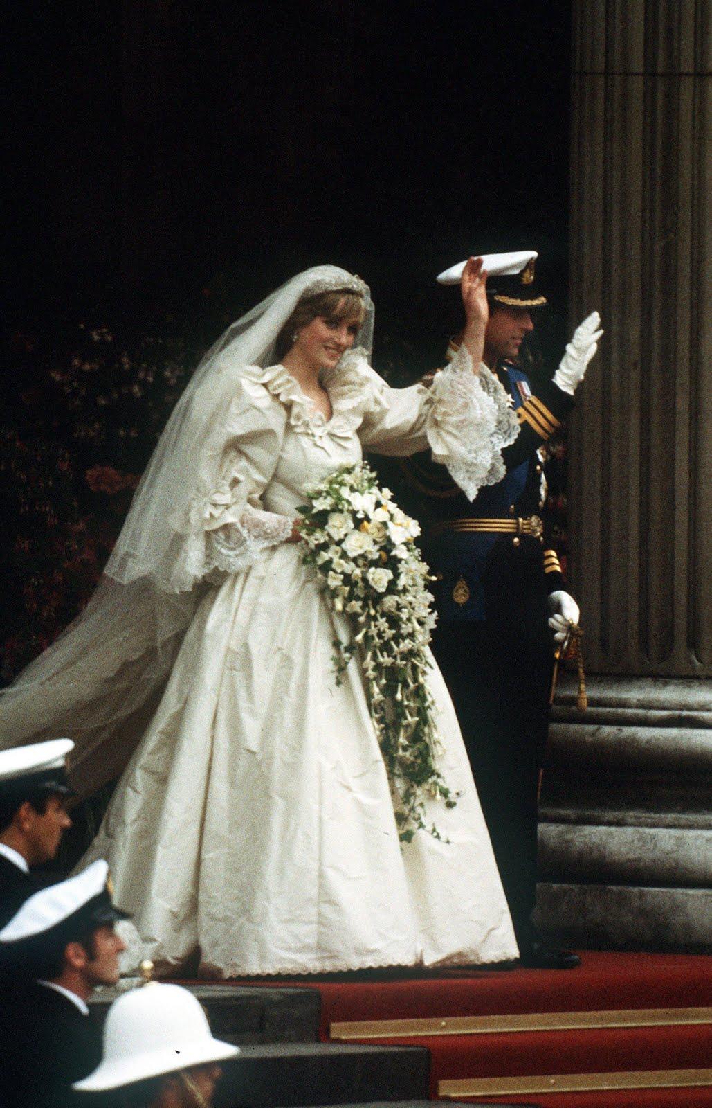 http://4.bp.blogspot.com/-12Ia3tRqOZU/TceGvMFDGgI/AAAAAAAAACA/4DnKUWJ7xAo/s1600/1981-Diana-Charles-Wedding-73399870.jpg