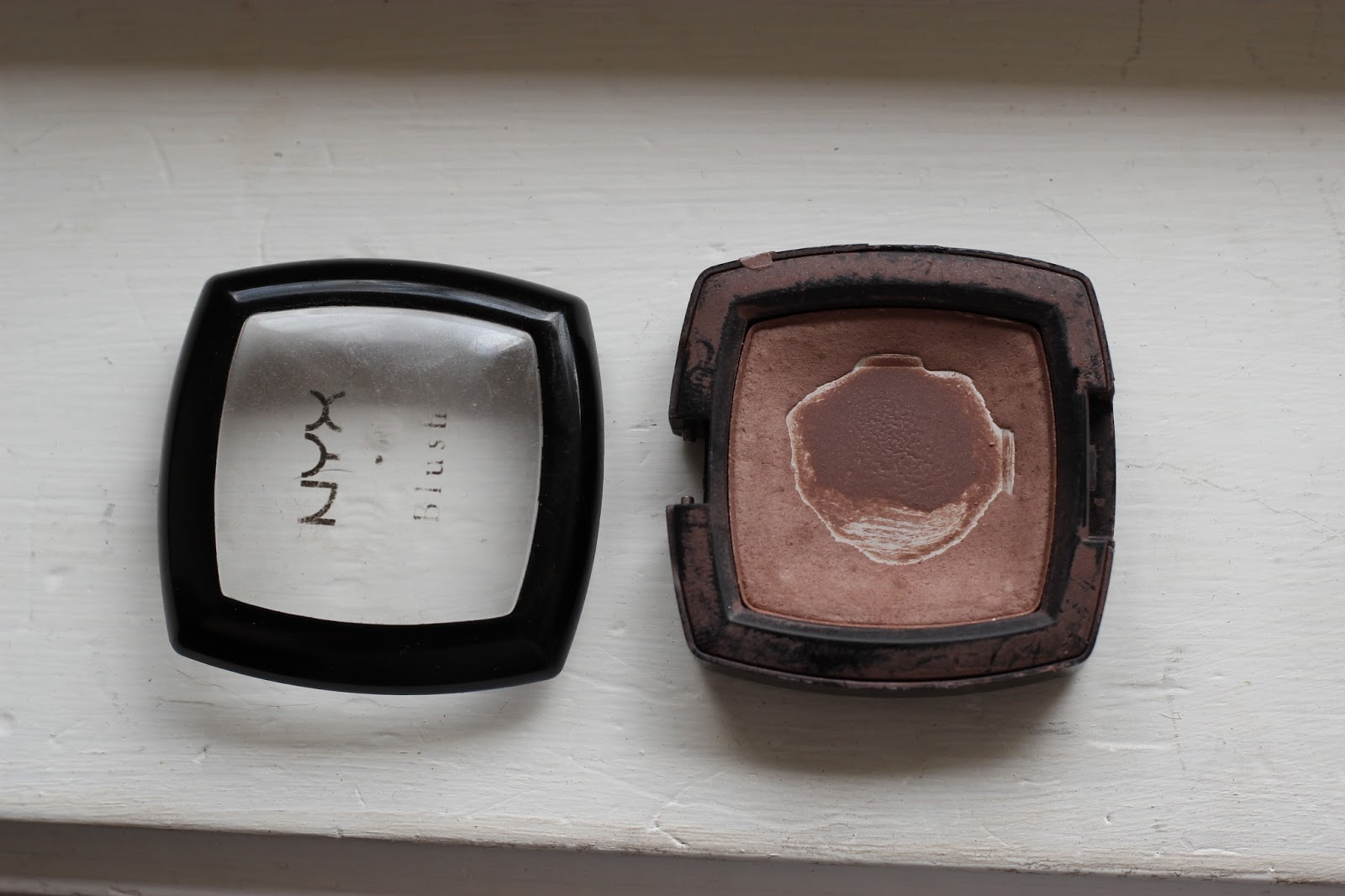 coffee_pls: Review: Nyx Blush in Bittersweet