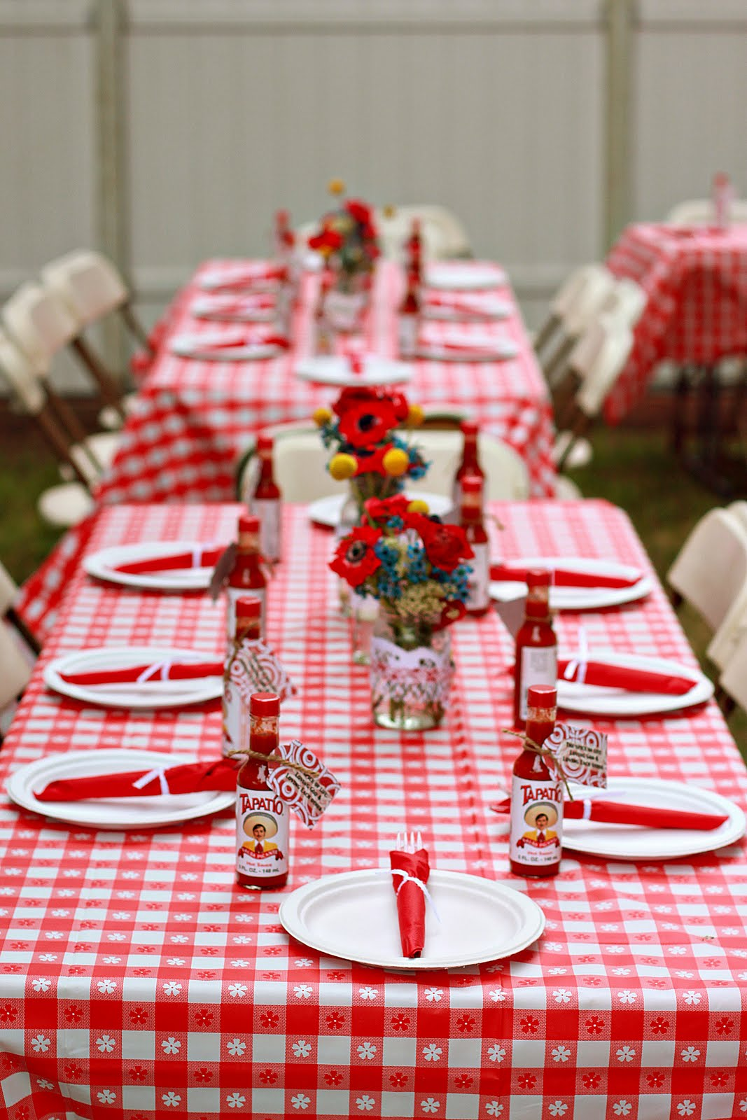 Creative ideas backyard bbq wedding shower for Backyard bbq decoration ideas