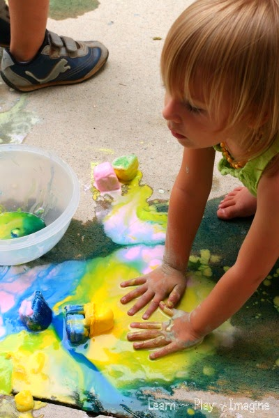 Activities for hosting a sidewalk chalk play date