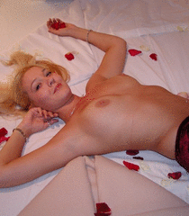 Blonde in Roses