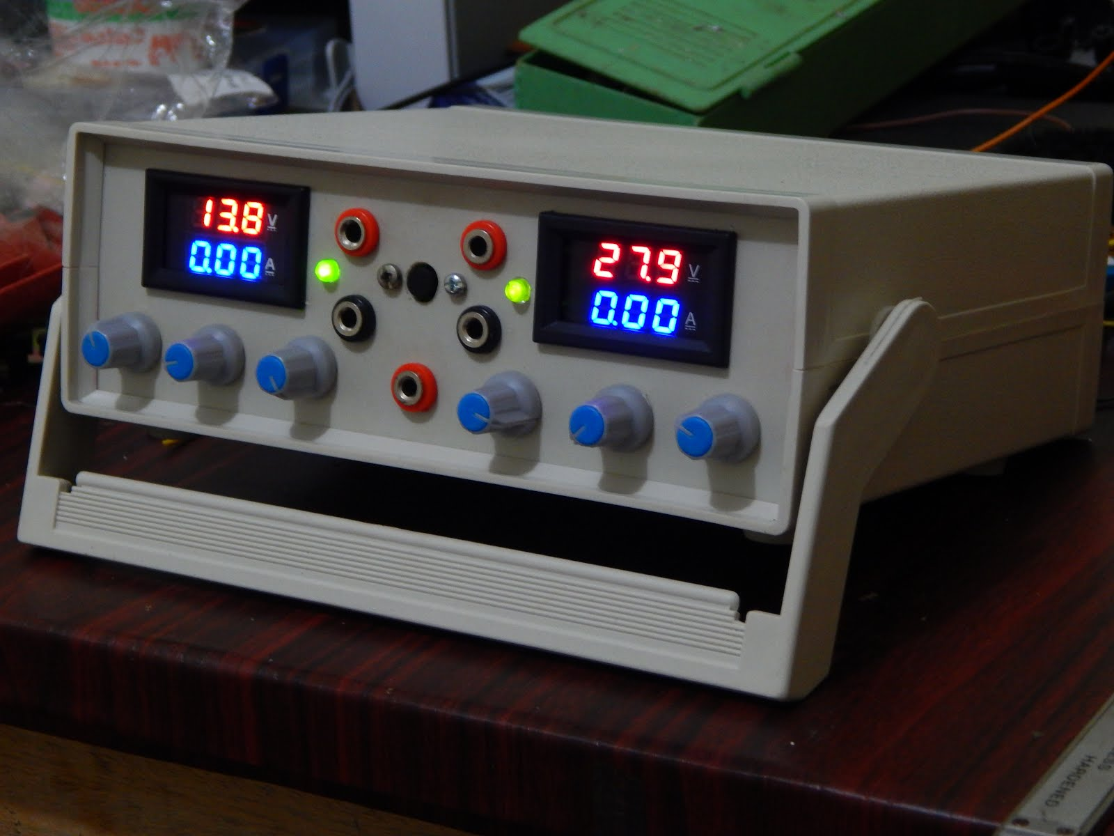 Lab Bench Power Supply Voltage Regulator With Current Limiter And Circuit Simple Variable Doesnt It Looks Cool Still The Front Panel Is Not Printed For Identification Of Controllers There Are 2 Channels On Instrument
