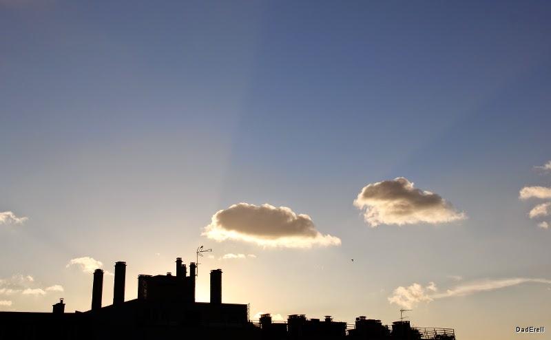 Nuages sur les toits de Paris