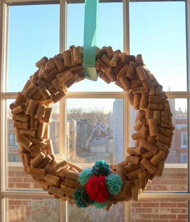 DIY, Corona de Navidad con Corchos y Lana