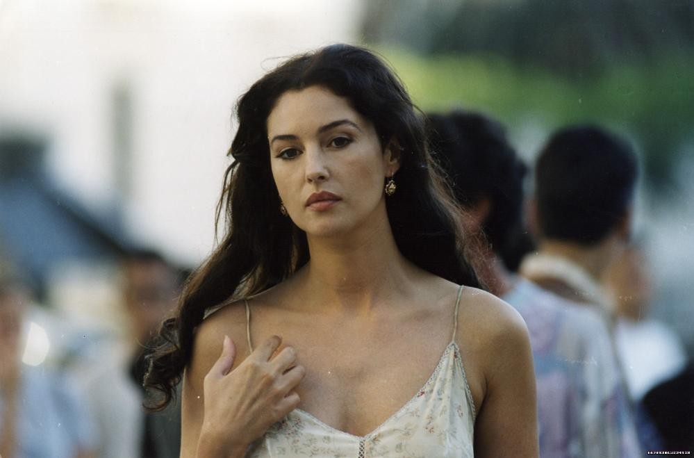 celebrities movies and games monica bellucci as malena scordia malena movie stills 2000. Black Bedroom Furniture Sets. Home Design Ideas