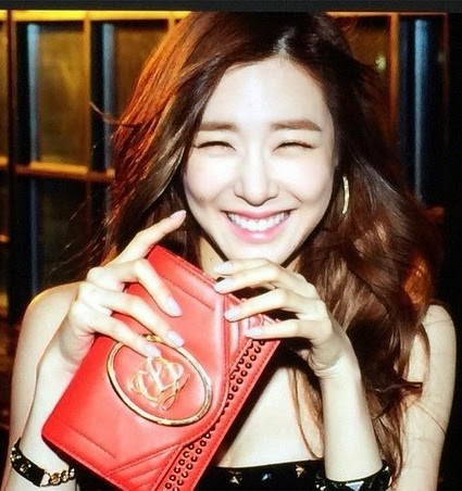 fall for snsd tiffanys eye smile in her latest photo
