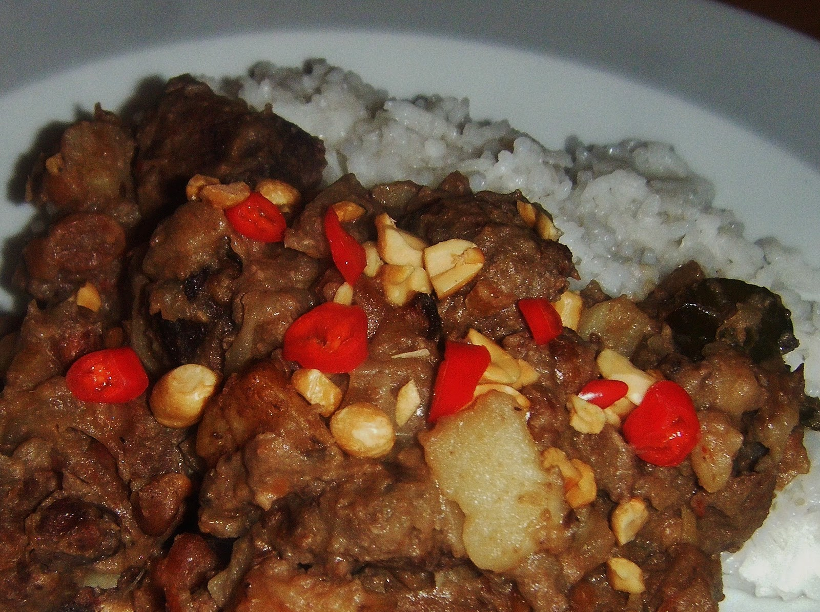 beef massaman curry a very tender melt in the mouth beef curry with a ...