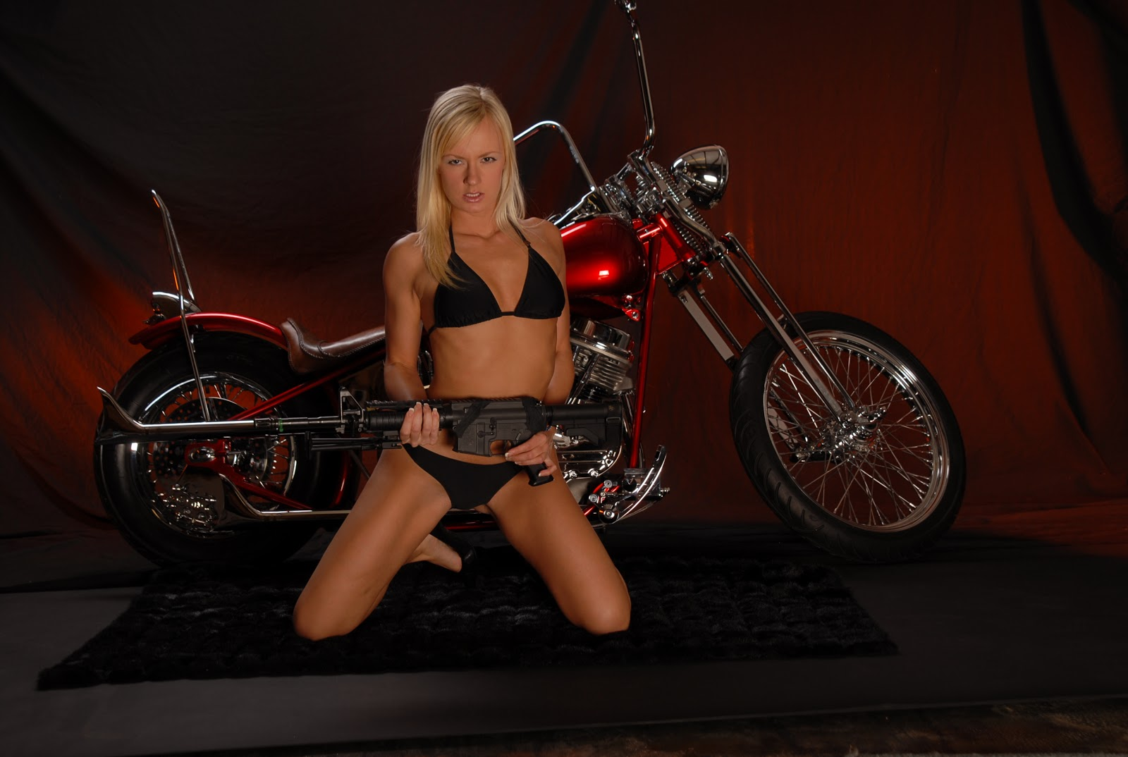 http://4.bp.blogspot.com/-14OKpZF02os/UHnHYZlGlwI/AAAAAAAAFts/g_KbLXxYt7U/s1600/bikini_guns_motorbikes_desktop_2896x1944_hd-wallpaper-846049.jpeg