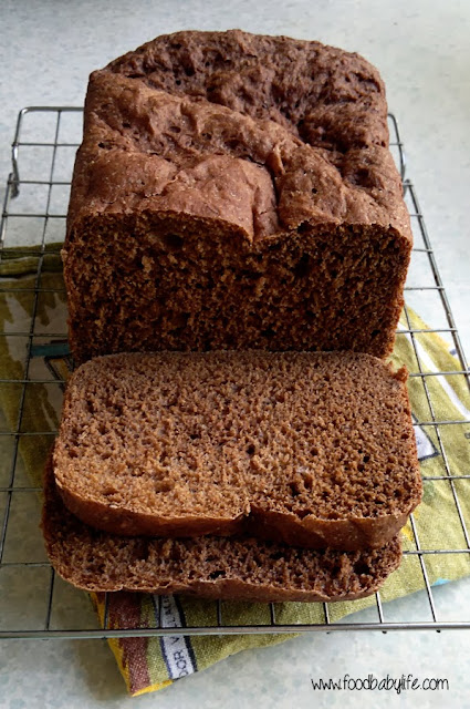 Pumpernickel Loaf in the breadmaker © www.foodbabylife.com