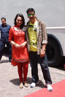 Akshay Kumar & Sonakshi Sinha promote Rowdy Rathore on TV serial CID