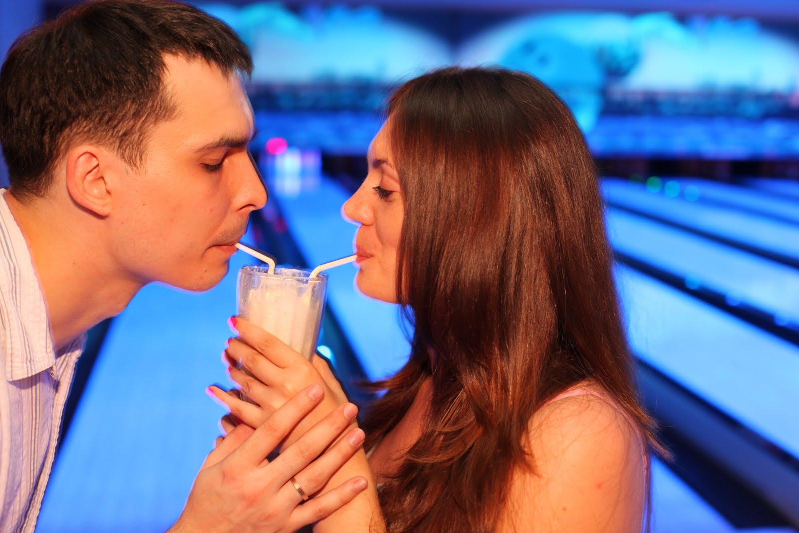 Фото молодого парня который пьет молоко 2 фотография