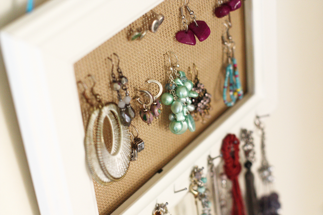 Ordenar aros collares y pulseras for Como hacer un perchero de pared