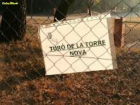 Davant l'entrada de la Torre Nova. Autor: Carlos Albacete