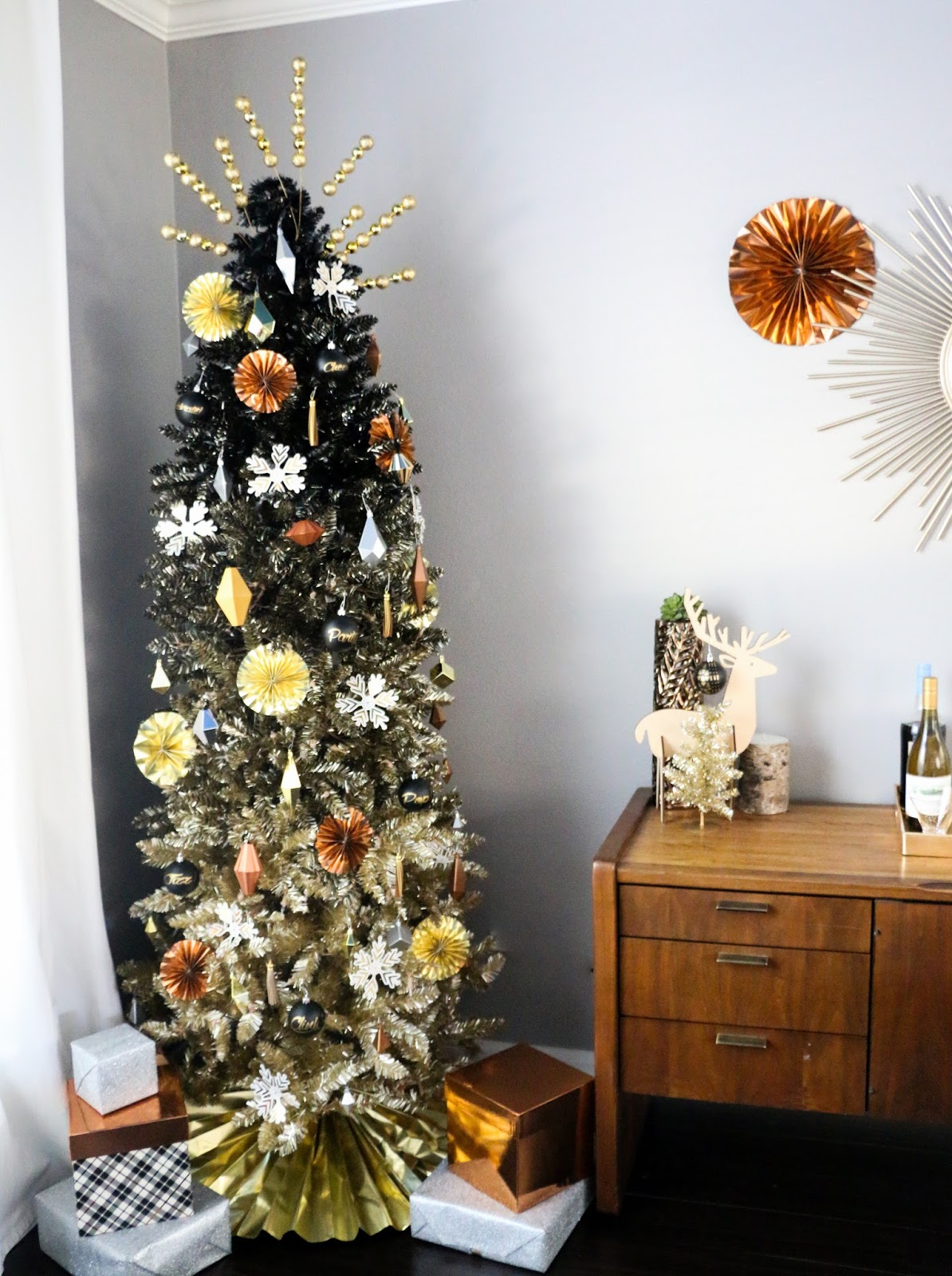 decorate it a black and gold ombr tree