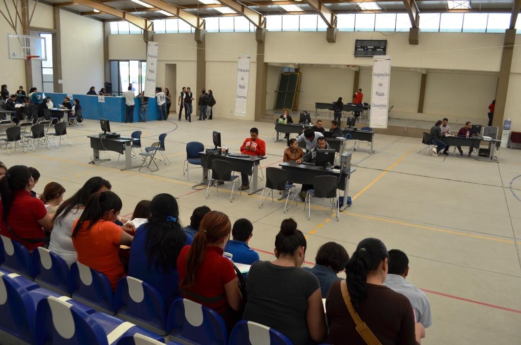 Comunicaci n social del gobierno de jalisco contin a la for Concurso plazas docentes