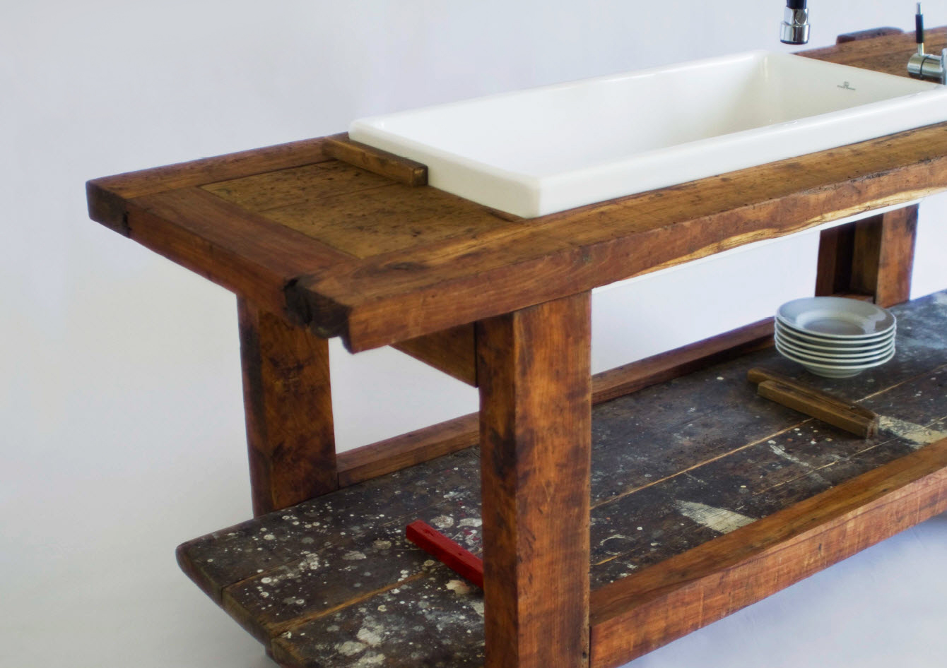 Ryd studio rella yacht interior design un vecchio portone un vecchio banco da falegname - Tavolo da falegname usato ...