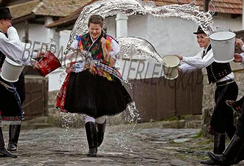 Menyiram gadis dengan air di hari Paskah, Hongaria