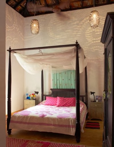 Decorating your bed with gauze is inexpensive beautiful and slightly exotic.Sometimes you have to get inventive but there are ways!! Where thereu0027s a will. & Eye For Design: Decorating Your Bed With Gauze Canopies ...