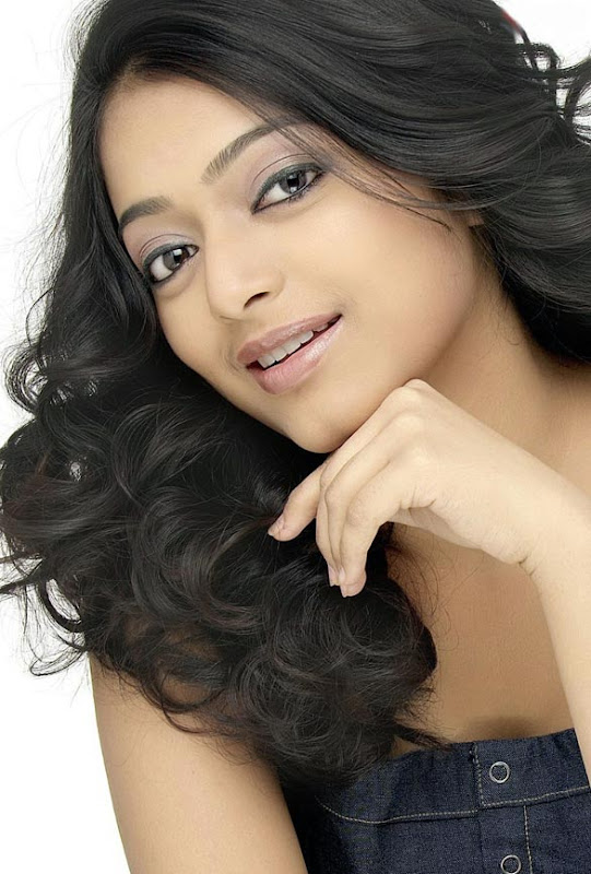 Actress Janani Iyer Hot Photo Gallery navel show