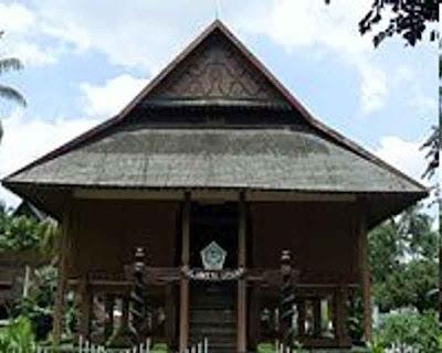 FOTO : Rumah Adat Sulawesi Utara
