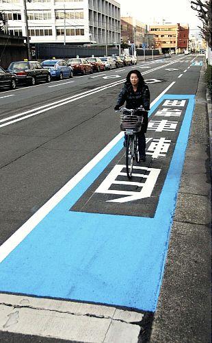 Kyoto re-paints bicycle lanes brown.
