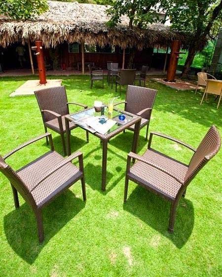 Quán Cafe nổi bật với cỏ nhân tạo sân vườn