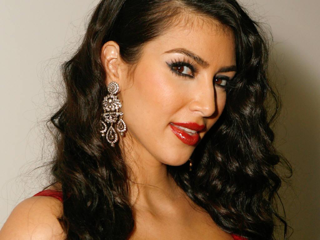 http://4.bp.blogspot.com/-17-cHtBiV5Q/TrOvrZNJUjI/AAAAAAAAA9o/ZL1HYRYMet0/s1600/Kim-Kardashian-hq_wallpaper_red_lips.jpg