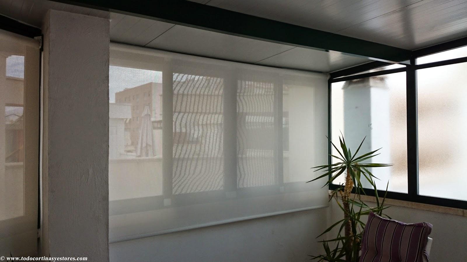 Decoracion interior cortinas verticales estores for Estores enrollables para puertas