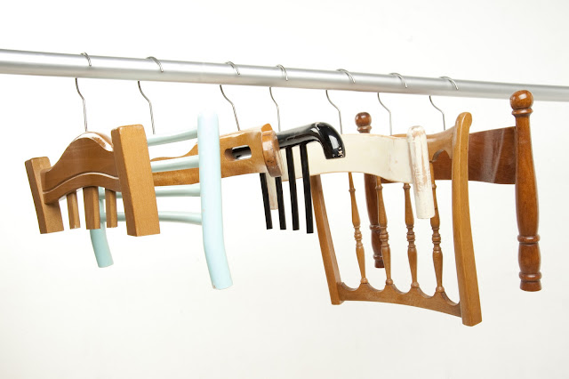 Abitudini clothes hangers, wooden chairs