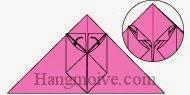 Bước 10: Nhét hai cạnh vừa gấp bước 9 vào khe giữa của lớp giấy trên cùng.