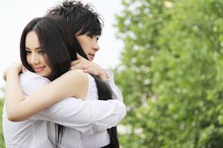 Cara berpelukan Yang Romantis
