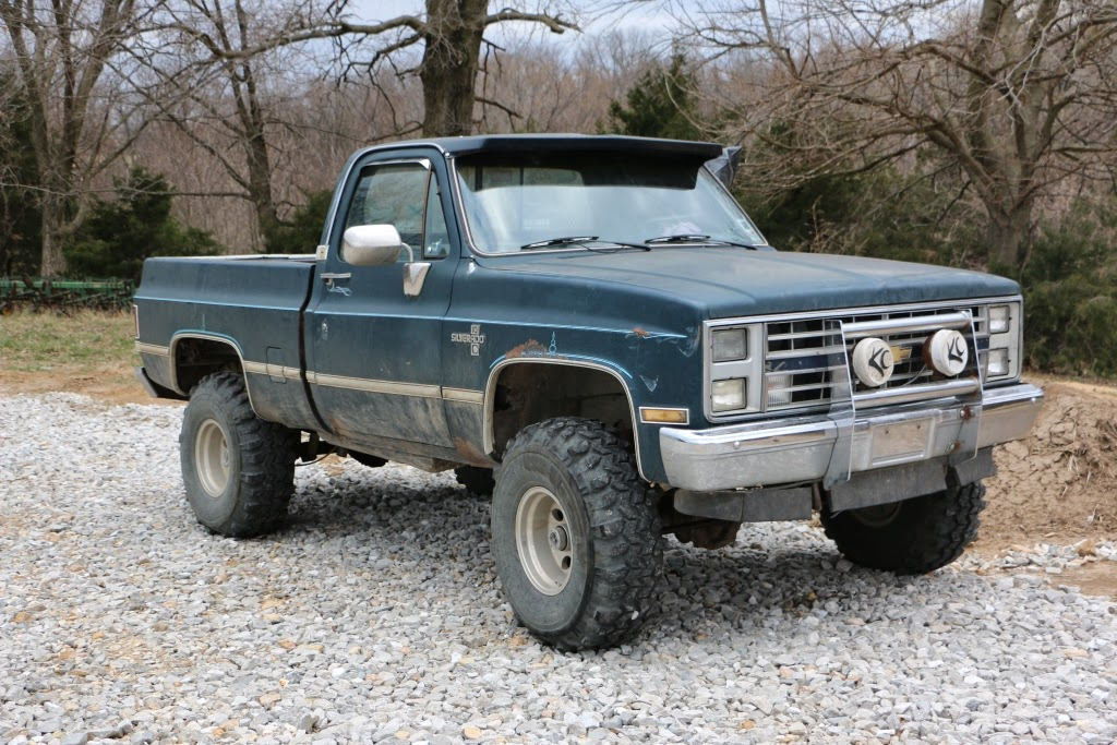 The Long Dirt Road: Bubba\'s Truck - An Old 4-Wheel Drive