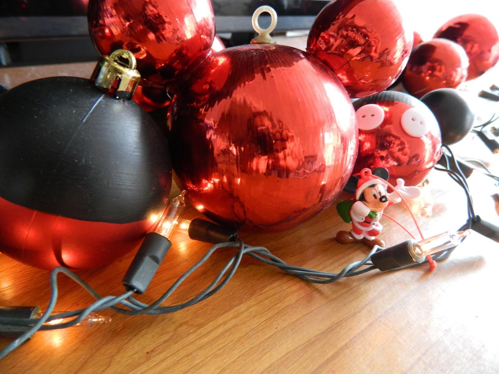 Blog Me: Haz Esferas de Mickey Mouse para tu árbol de Navidad