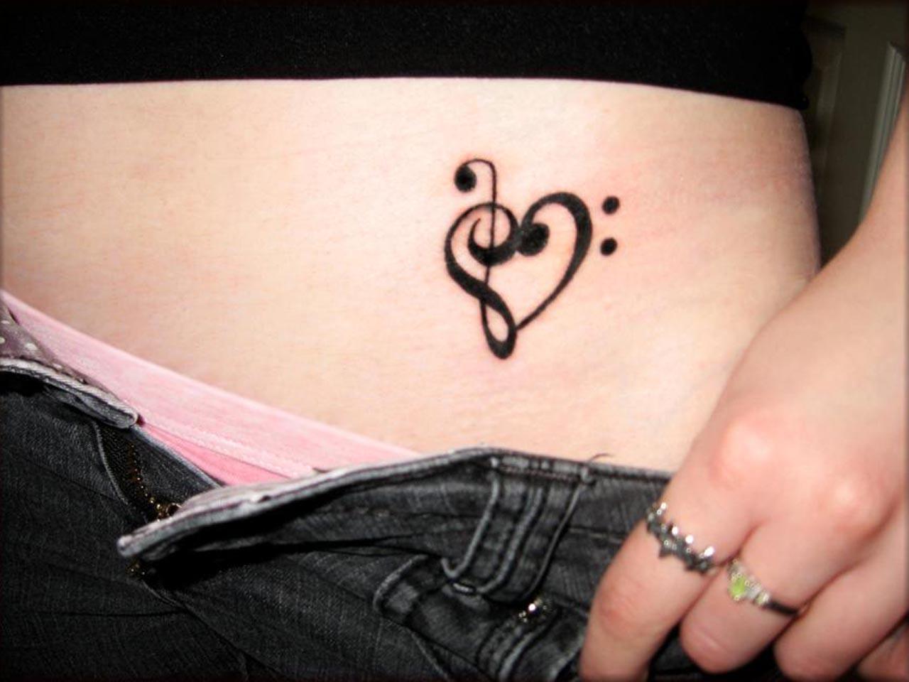40 idées de petit tatouage sur de différentes parties du corps