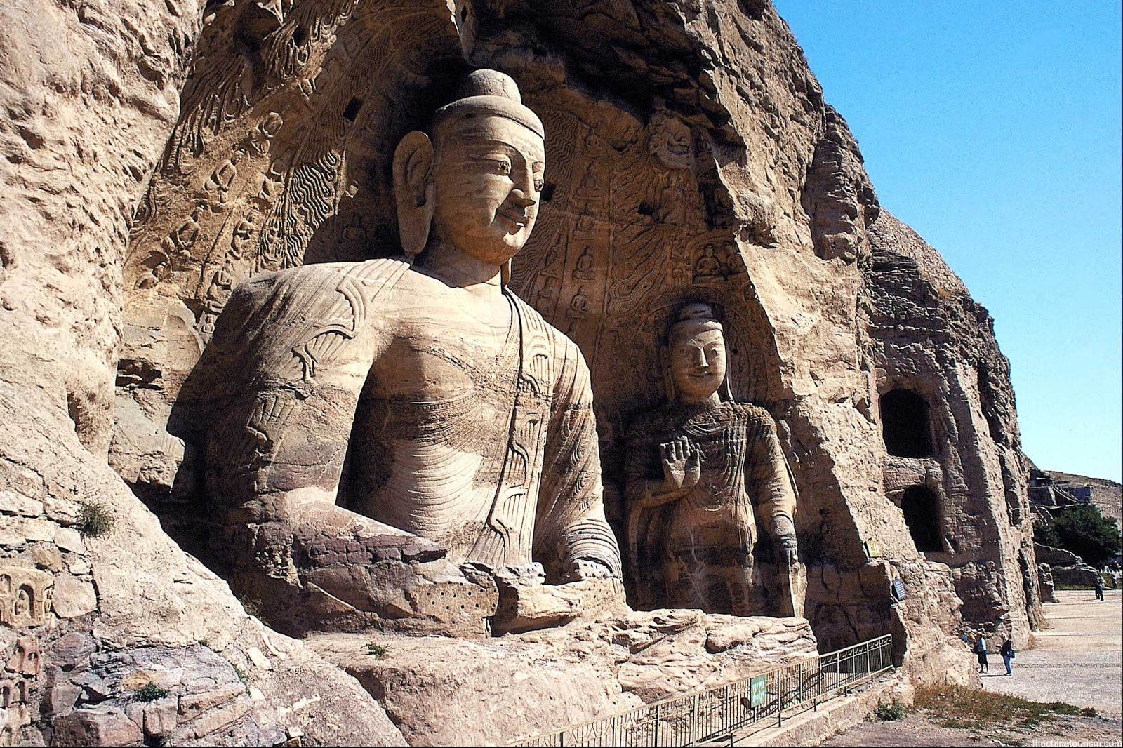 Kina - Page 4 Yungang-Grottoes-in-Datong-China