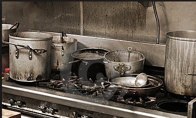 cocinando a su marido
